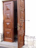 Sprzedaż drzwi drewnianych